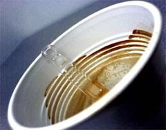 Caffè in bicchiere di plastica